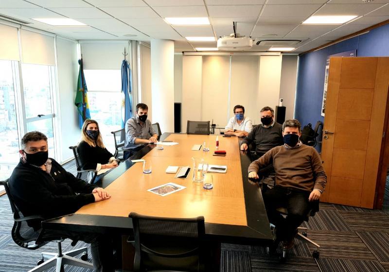 Reunión entre ABSA, Ministerio y concejal por el acceso al agua en los barrios de La Plata