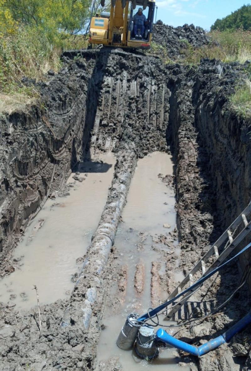 Ensenada: continúa la reparación del acueducto en calle Bolivia