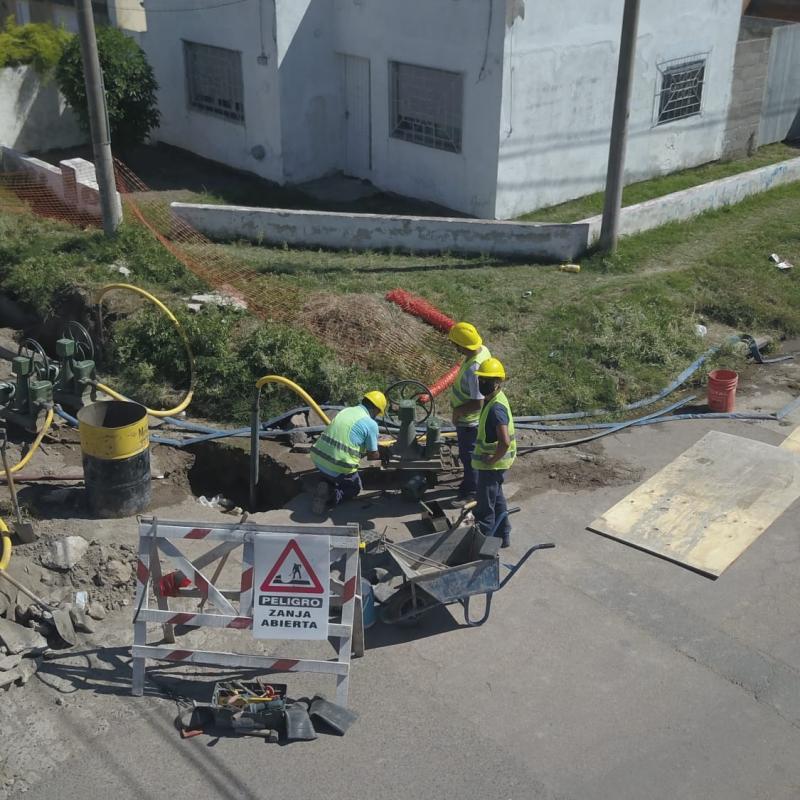 ABSA recambia un colector cloacal en Punta Alta