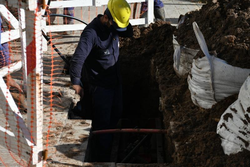Avanza el recambio de cañerías de la red de agua en La Plata