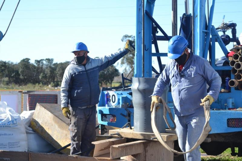 Avances en las obras de nuevas perforaciones de agua en La Plata
