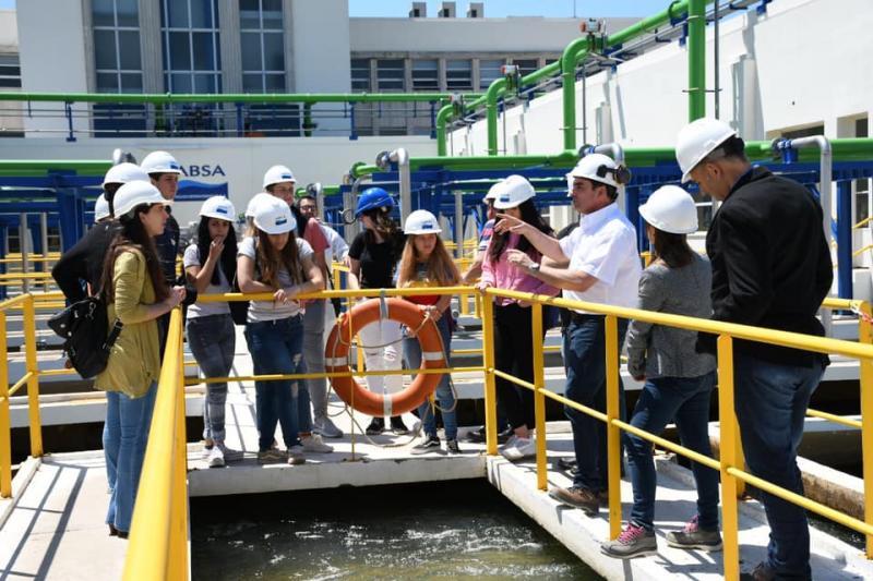 Alumnos de sexto año del Colegio San Cayetano visitaron la planta potabilizadora Donato Gerardi