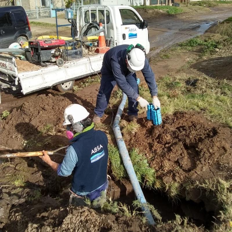 Trabajos de reparación sobre la red de agua en Bahía Blanca