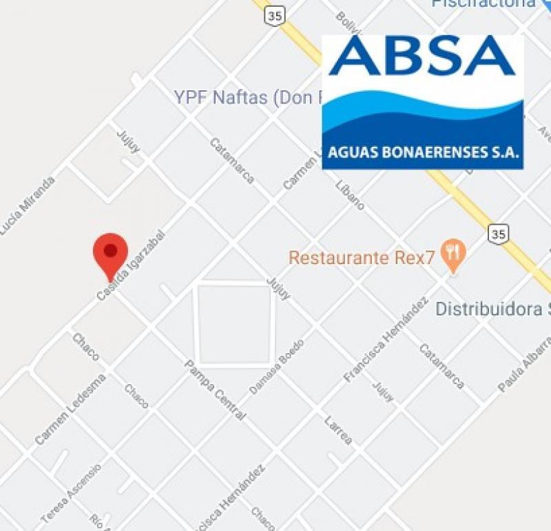 Por una conexión ilegal, ABSA repara una cañería en Bahía Blanca