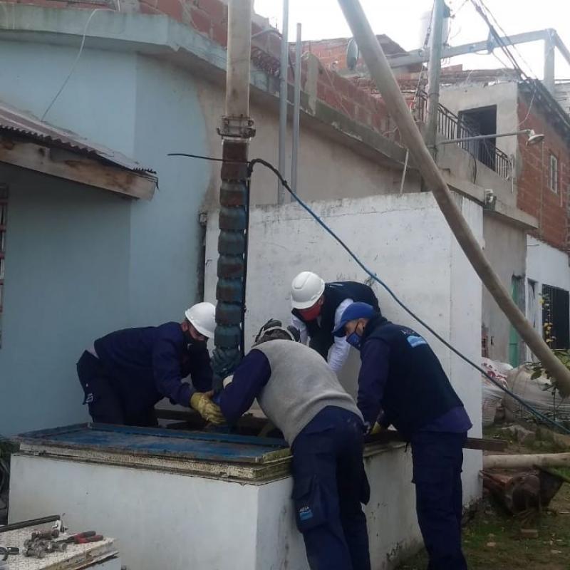 ABSA reemplazó una bomba en la red de agua del Barrio Aeropuerto